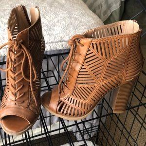 Cut-out tan Mix No. 6 heels